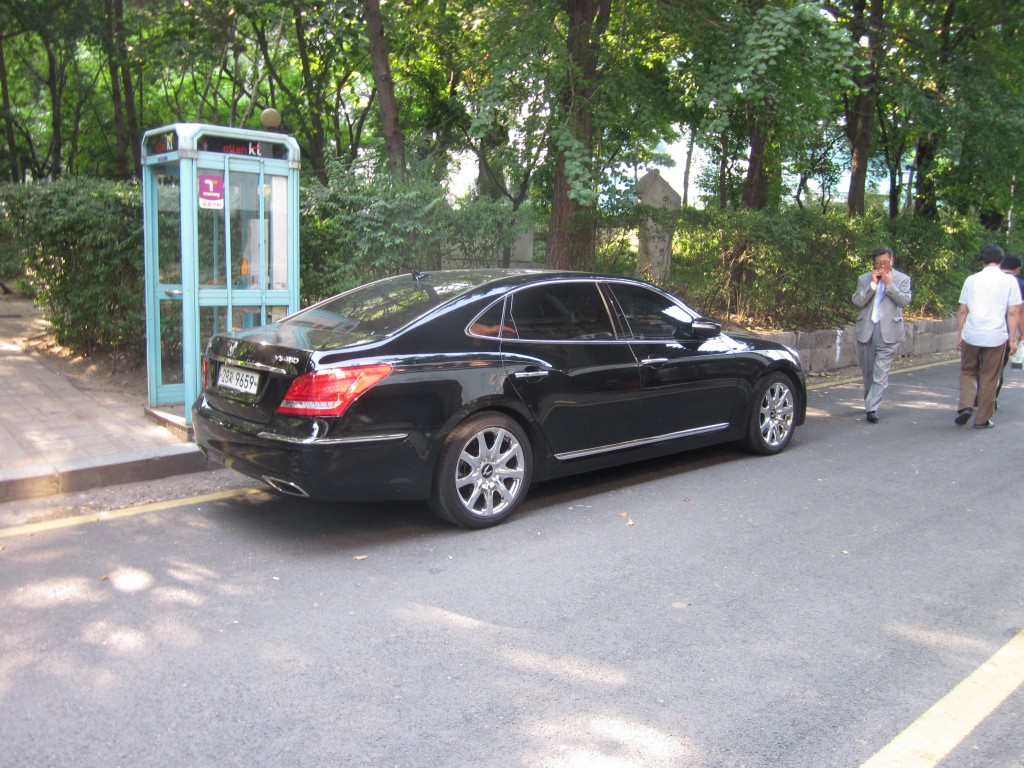 Korean executive car rear
